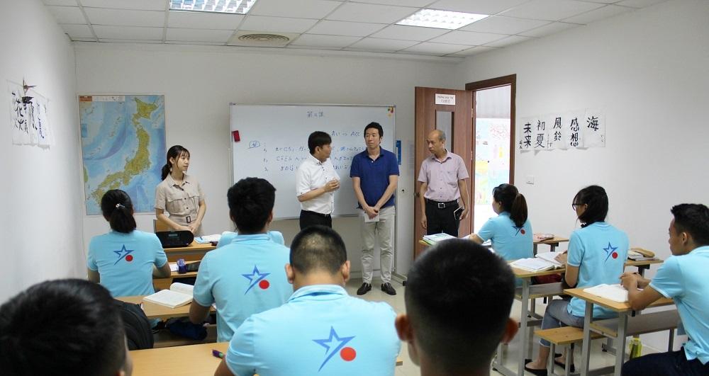 Thành viên Đại sứ quán Nhật Bản tại Việt Nam tới thăm VNJ