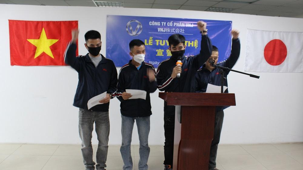 Lễ tốt nghiệp của 4 nam Thực tập sinh đơn Sơn nội thất & Vận hành máy xây dựng